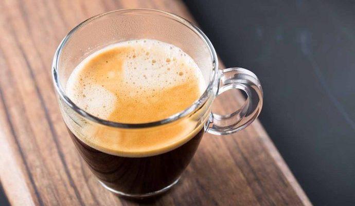 آمریکانو قهوه ای است بر پایه یک شات اسپرسو همراه آب جوش که بسیاری با قهوه فیلتری اشتباه می گیرند