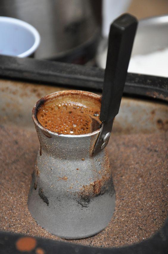 ظرف مخصوص تهیه قهوه ترک جزوه و یا ایبریک نامیده می شود