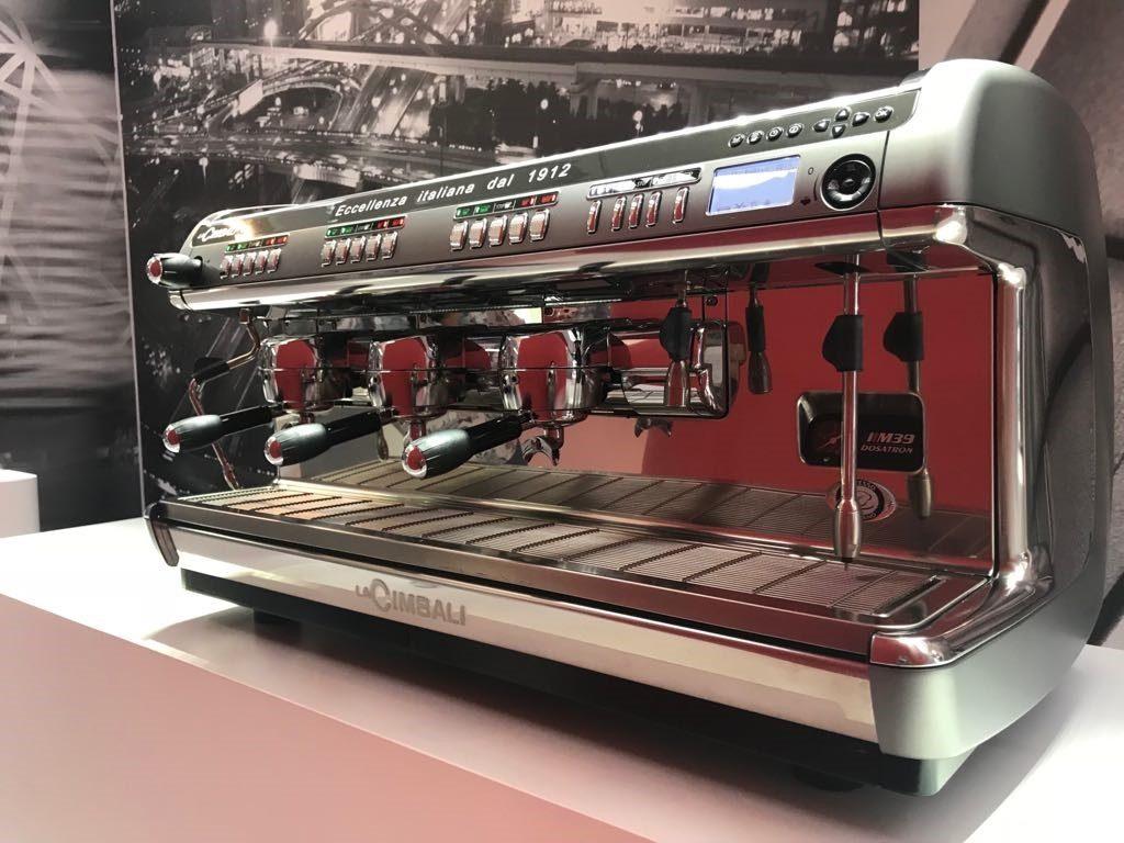 دکمه های M39LA Cimbali، اجازه می دهد تا باریستا به راحتی قهوه را دم کند.عکس: گیسل گوررا