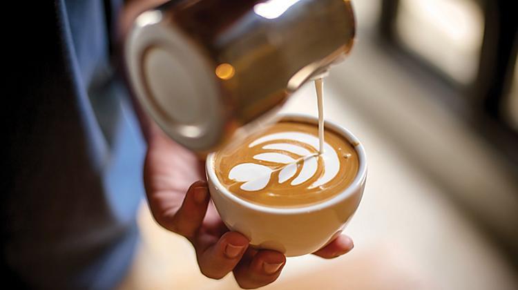 پایه بسیاری از نوشیدنی های قهوه ، بر اساس قهوه اسپرسو هست
