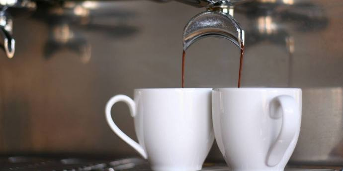 آماده کردن قهوه برای لاته نارگیل