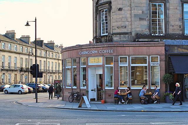 نمای Cairngorm Coffee از خیابان.عکس:Exploredi