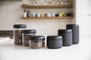 قوطی های عایق (خلاء) حاوی دانه های قهوه