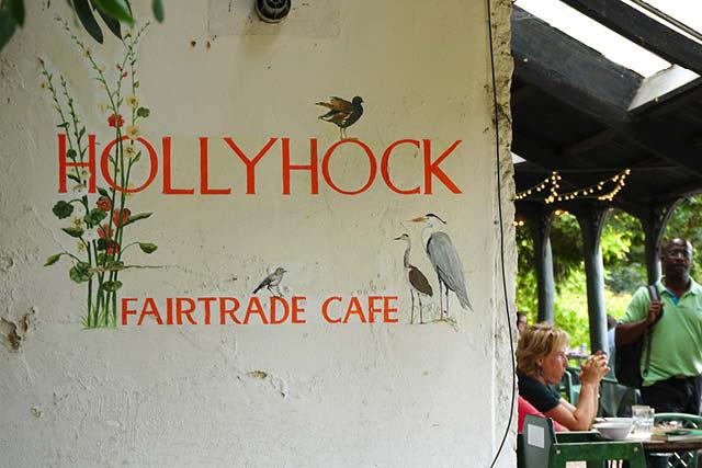 کافه Hollyhock Fairtrade در ریچموند در تیمز. عکس: نیکول متئو