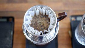 قهوه های خیس خورده در یک پور اُوِر