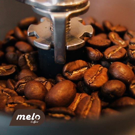 آیا قهوه تازه آسیاب شده از قهوه از پیش آسیاب شده بهتر است؟