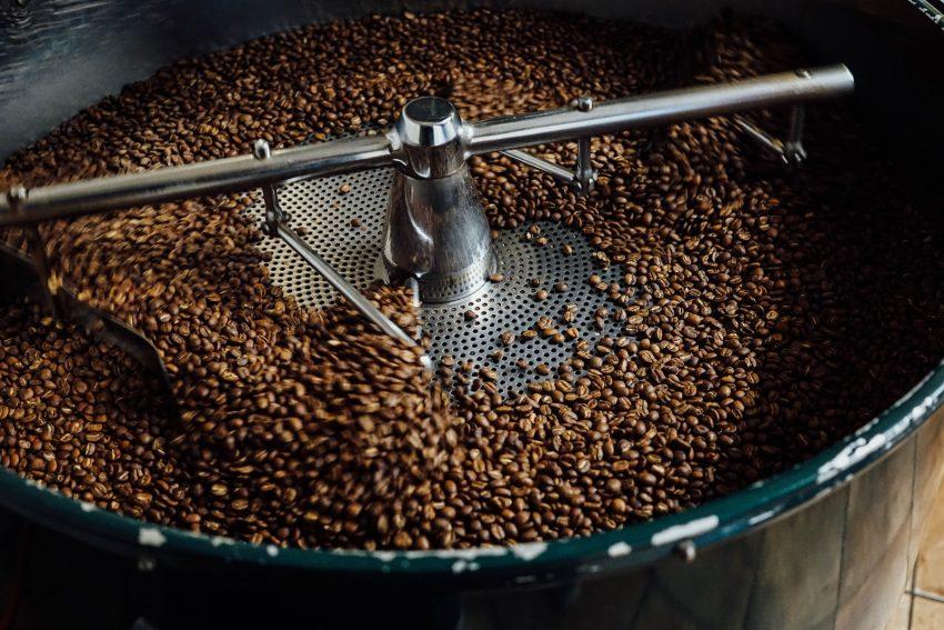 قهوه برشته شده در حال سرد شدن