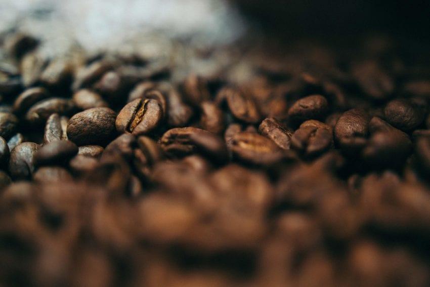 دانه قهوه تازه برشته شده