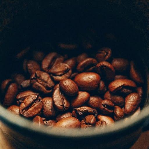 دانه های برشته شده قهوه