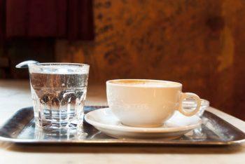 اسپرسو به همراه آب معدنی