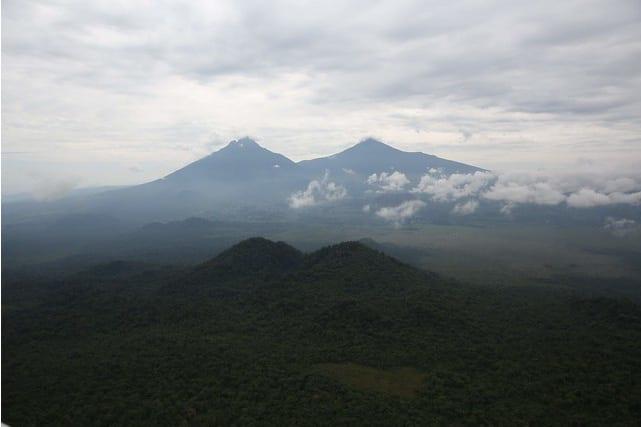 کوه میکِنو، DRC و کوه کاریسیمبی رواندا