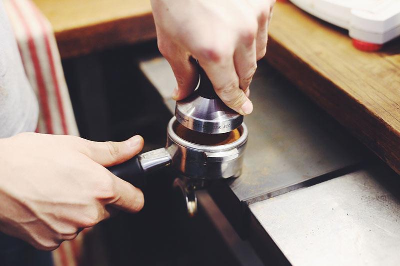 تمپ کردن قهوه و تاثبر آن بر روی کیفیت اسپرسو